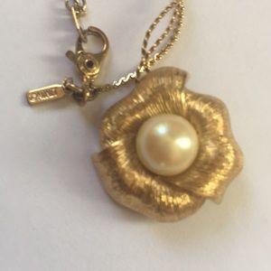 ⭕️Signed Monet flower 🌸 pendant necklace chain
